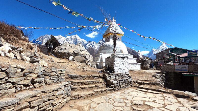 Stupa am Mong-La-Pass (3970m) im Khumbu © Diamir