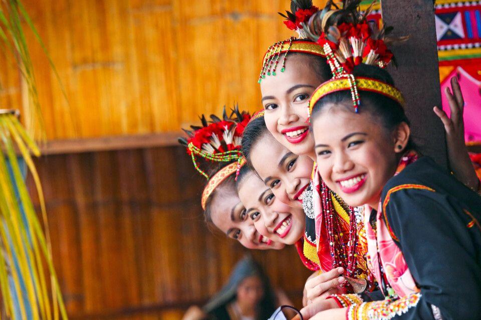 Kinder auf Borneo