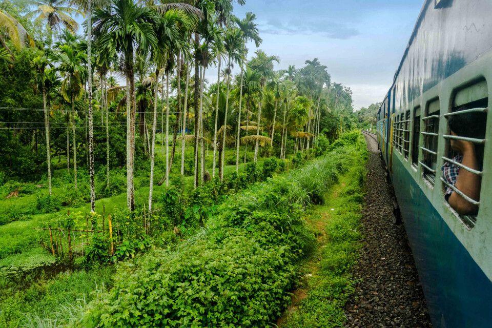 Mit dem Zug von Kochi nach Alleppey