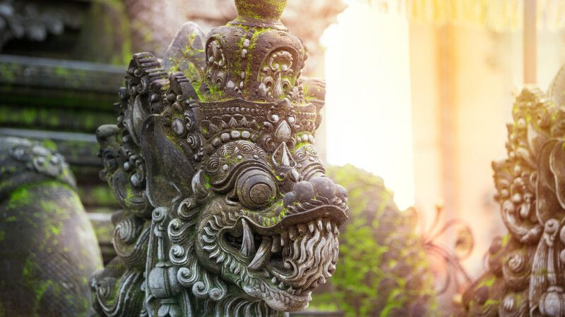 Balinesische Steinskulptur © Diamir