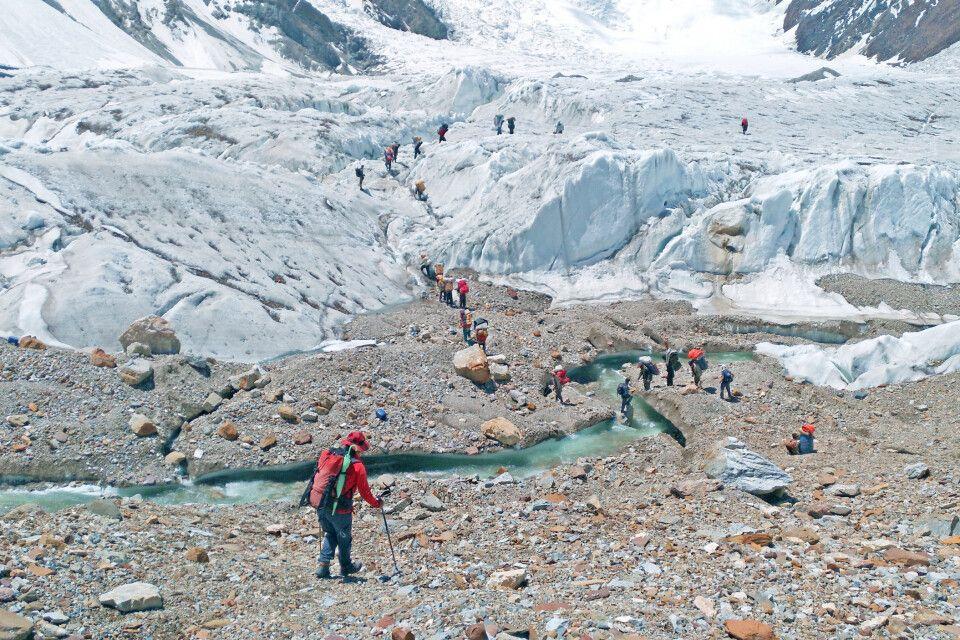 Der Weg führt teilweise über den Gletscher