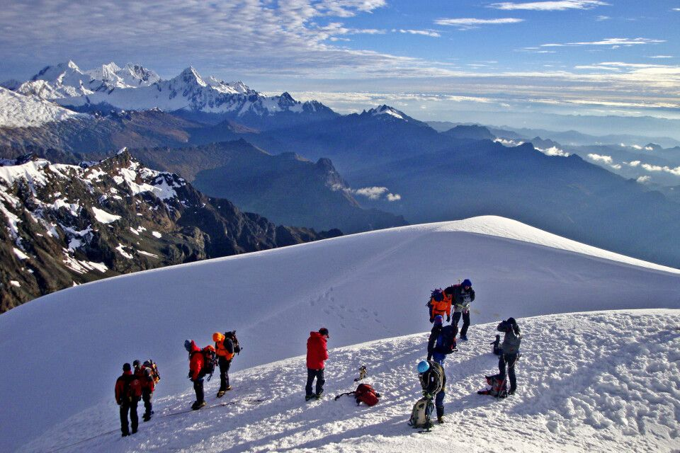 Panoramablick über die Cordillera Real vom Yanapaccha