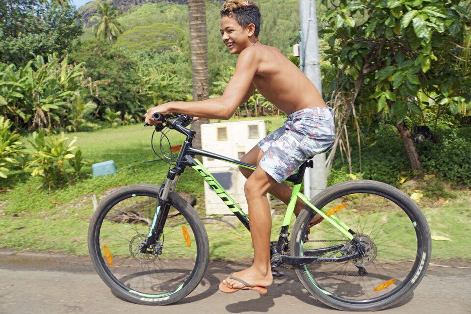 Junger Biker