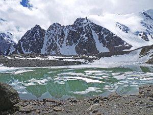 Spiegelung des Karatsch-Massivs