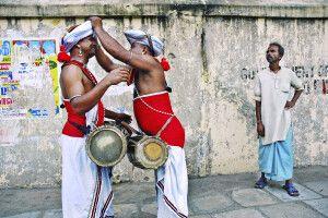 Straßenszene unterwegs: Davul-Spieler