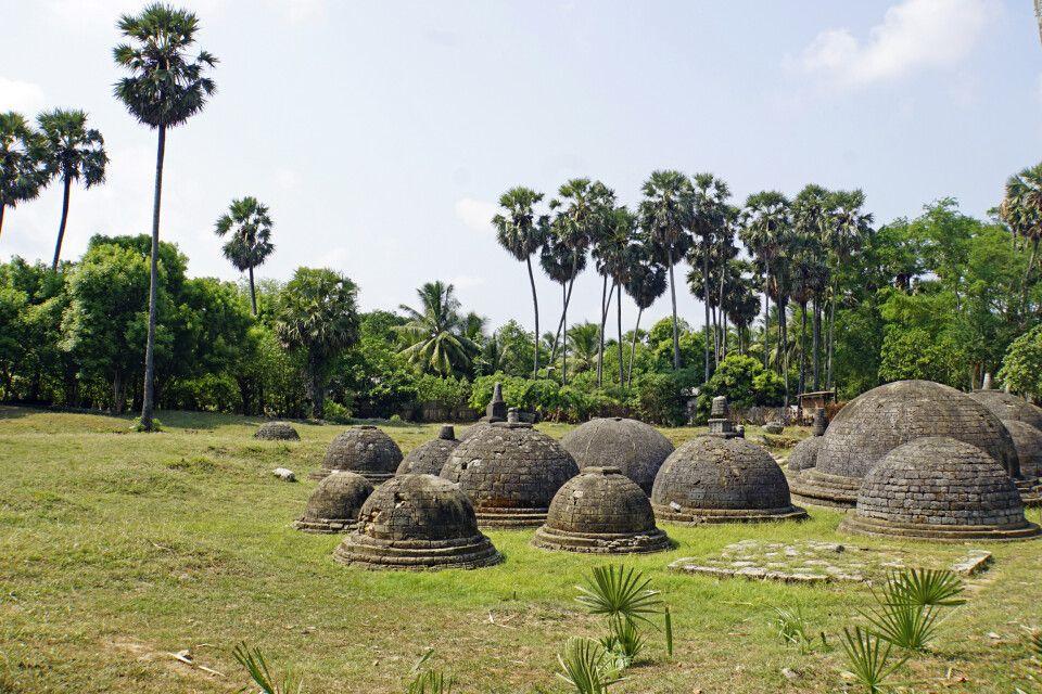 Buddhistische Tempel Kadurugoda - Stupas auf Jaffna