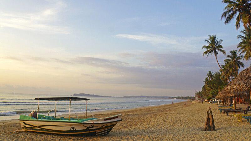 Strand in Trincomalee an der Ostküste © Diamir