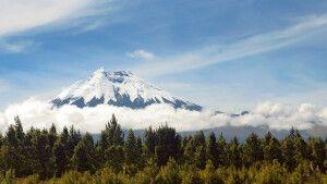 Der malerische Cotopaxi thront über der Straße der Vulkane