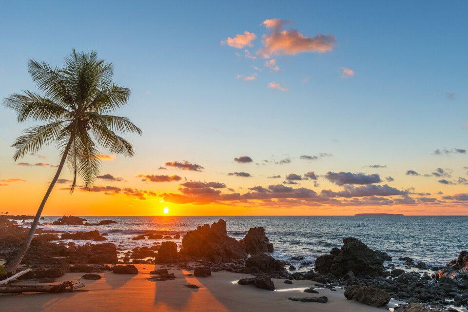Corcovado Nationalpark mit Blick auf den Pazifischen Ozean bei Sonnenuntergang, Halbinsel Osa