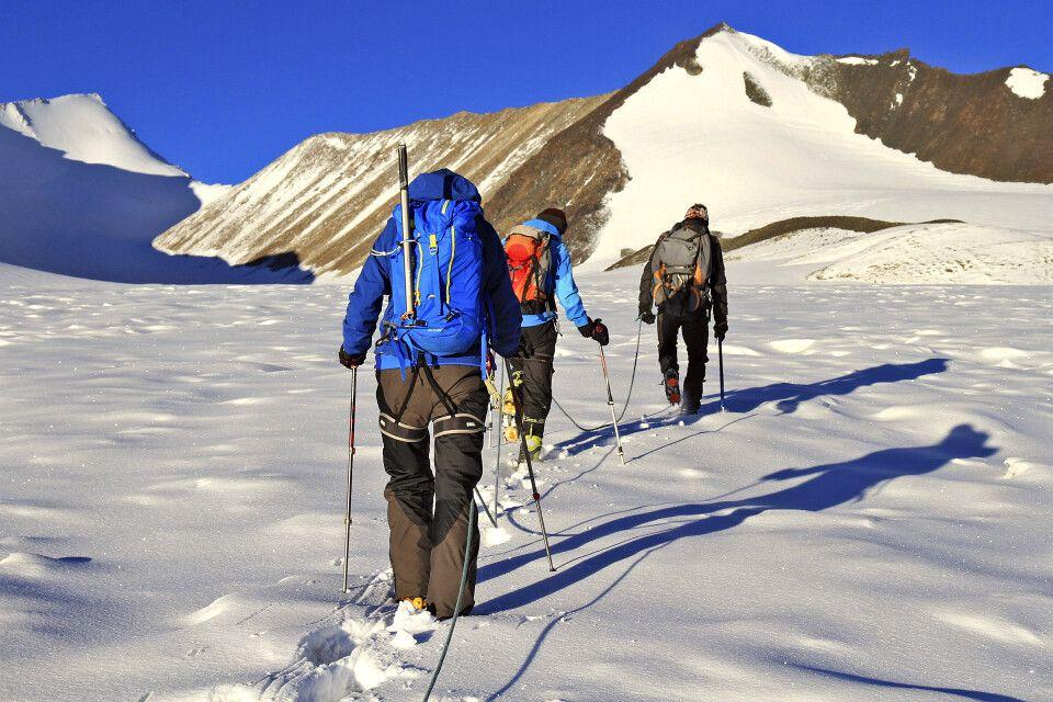 Traumhafte Morgenstimmung auf dem Gletscher Richtung Dzo Jongo