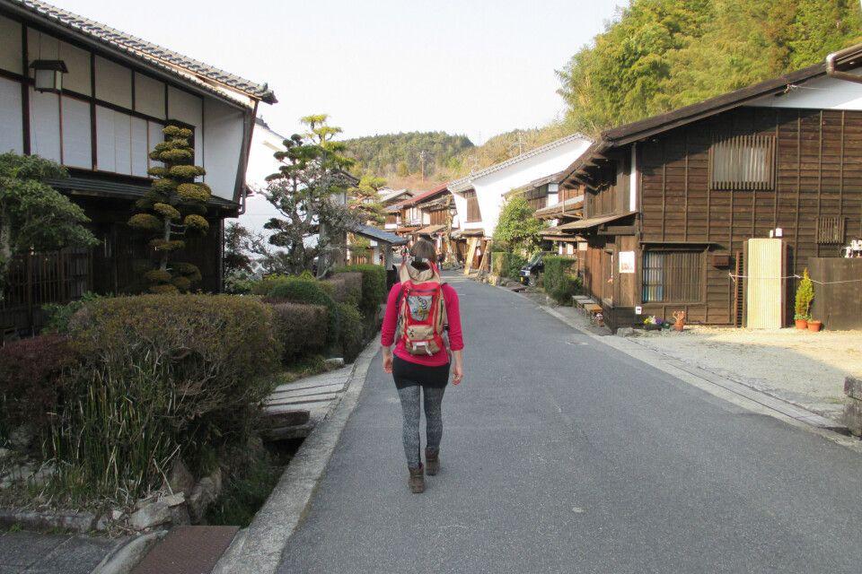Der Nakasendo ist eine historische Handelsroute zwischen Tokio und Kyoto und verläuft hier durch ein wunderschön erhaltenes Dorf.