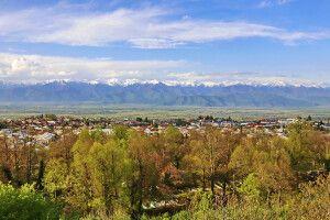 Kachetien Blick von Telawi auf den großen Kaukasus