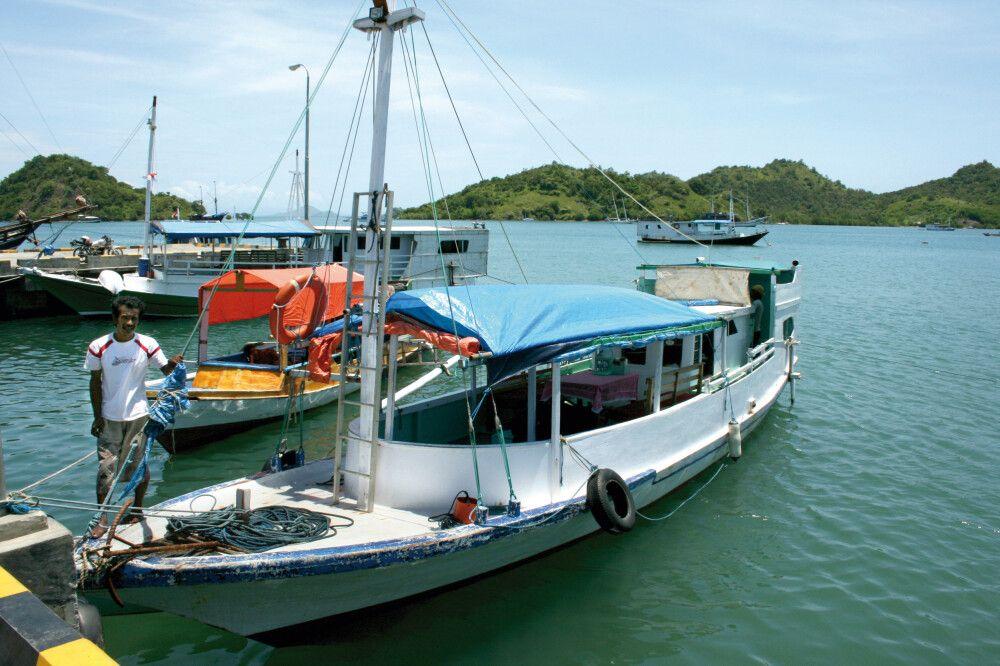 Boot im Hafen von Flores
