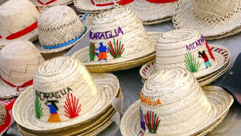 Strohhüte auf dem Markt von Masaya © Diamir