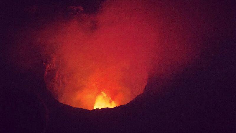 Lavaschlot des Vulkan Masaya © Diamir