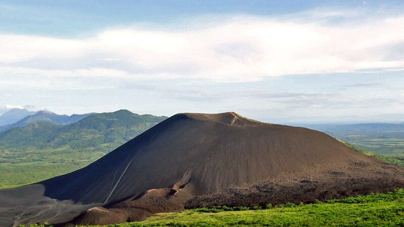 Sicht auf den Vulkan Cerro Negro © Diamir