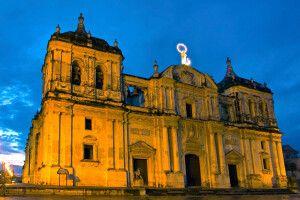 Kathedrale von Leon bei Nacht