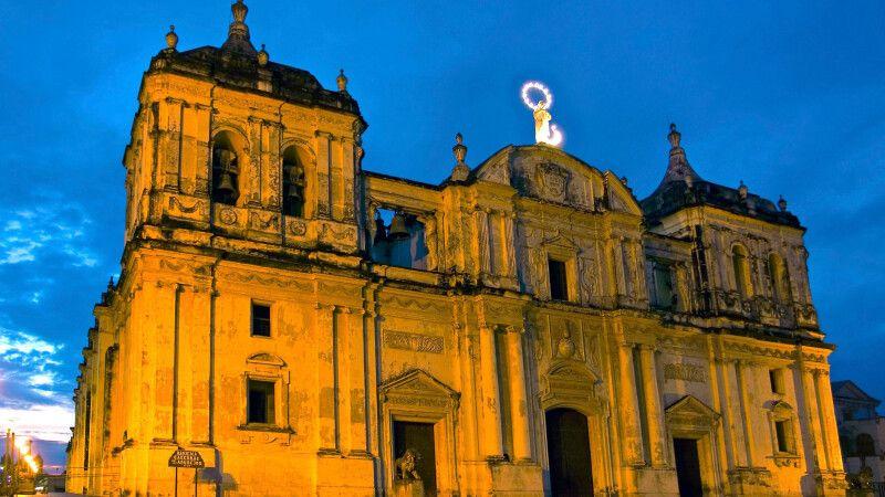 Kathedrale von Leon bei Nacht  © Diamir