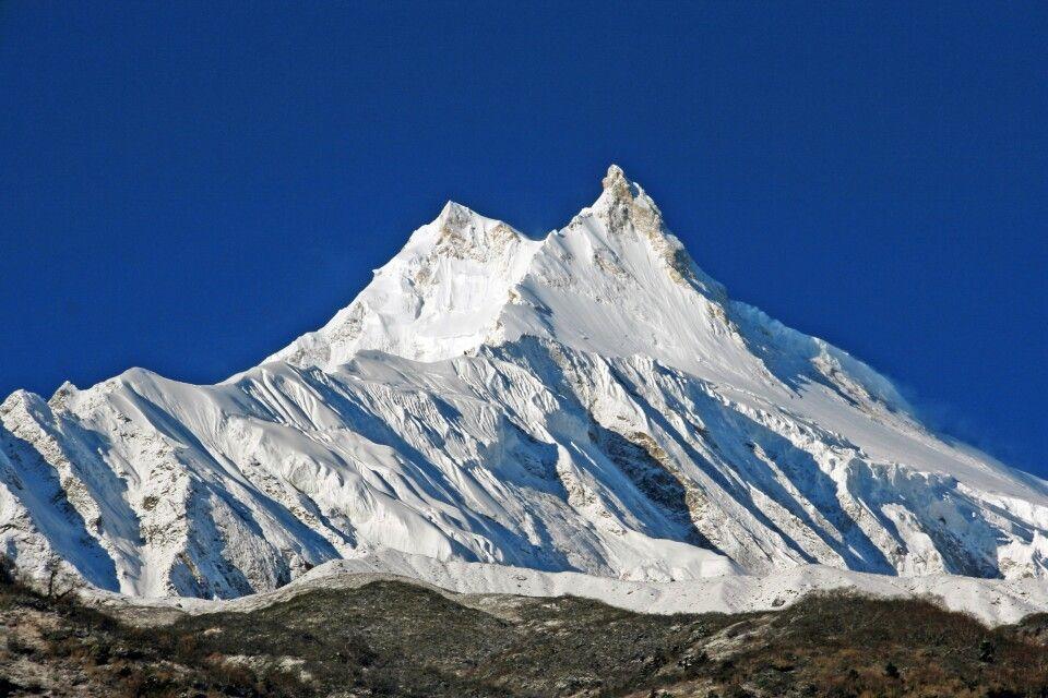 unter den gewaltigen Flanken von Manaslu (8163 m)