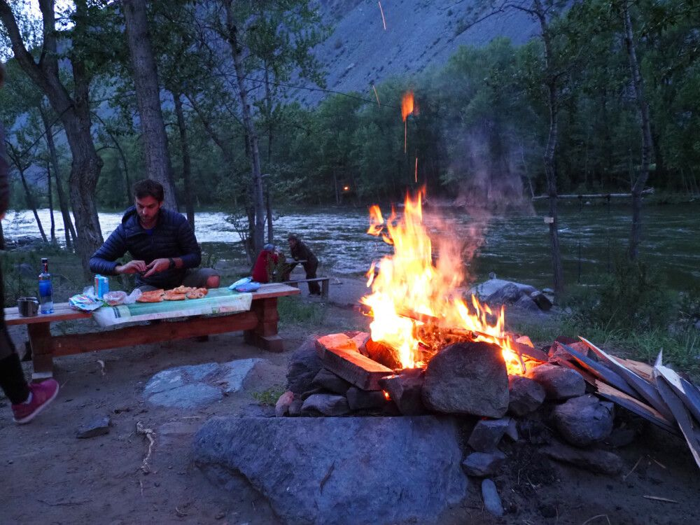 Lagerfeuer im Tschulischman-Tal