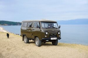 Russsicher 4x4 Bus UAZ am Baikalsee
