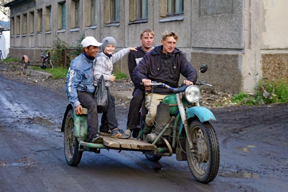Motorradgespann an der Baikaltrasse