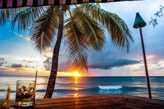 Sundowner am Strand auf Barbados