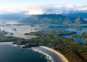 Luftansicht vom Pacific Rim-Nationalpark und Umgebung mit der Long Beach Lodge und Pacific Sands Resort, Tofino, Vancouver Island