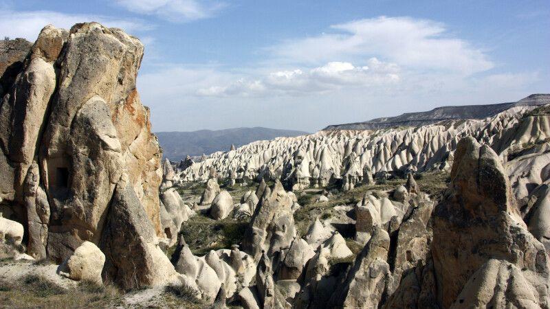 Kappadokien - Panorama mit Tuffsteinfelsen © Diamir