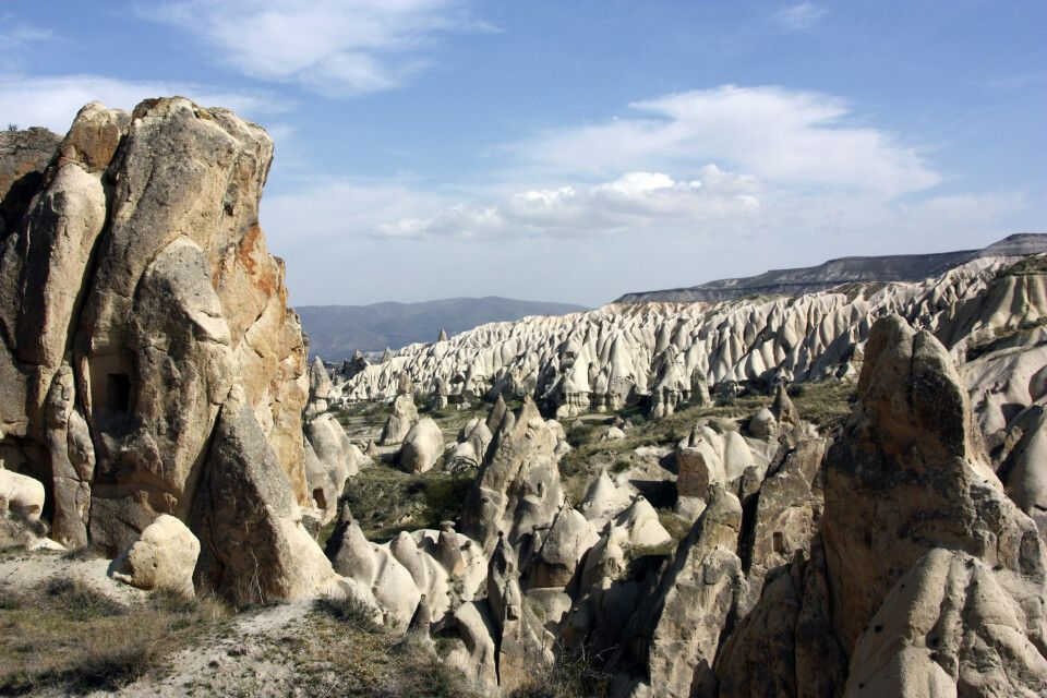 Kappadokien - Panorama mit Tuffsteinfelsen