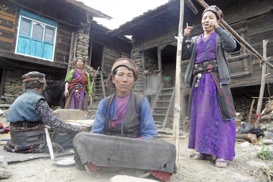 Tamang-Frauen bei der Handarbeit