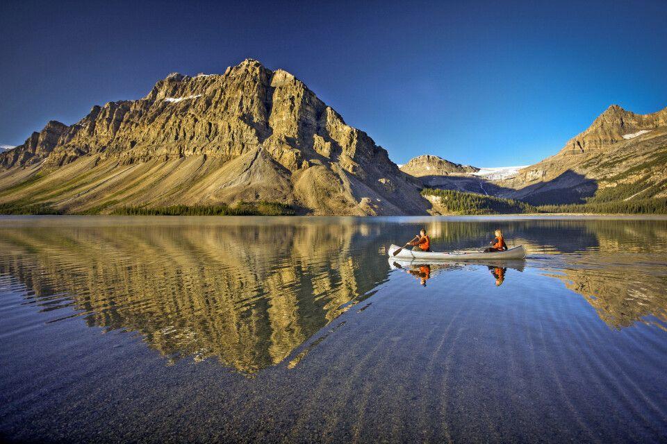 Kanu auf dem Bow Lake