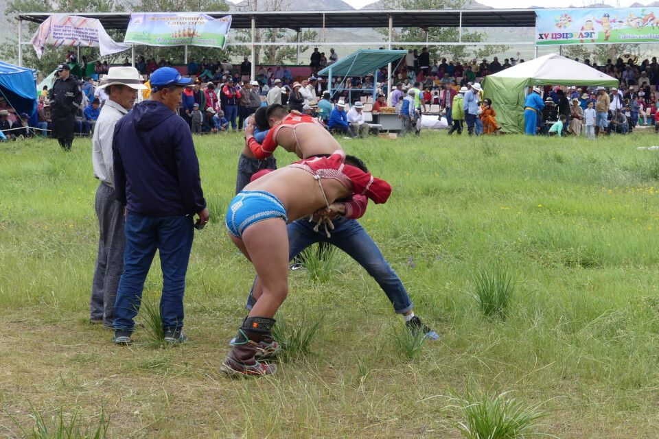 Ringkampf beim Naadam Fest
