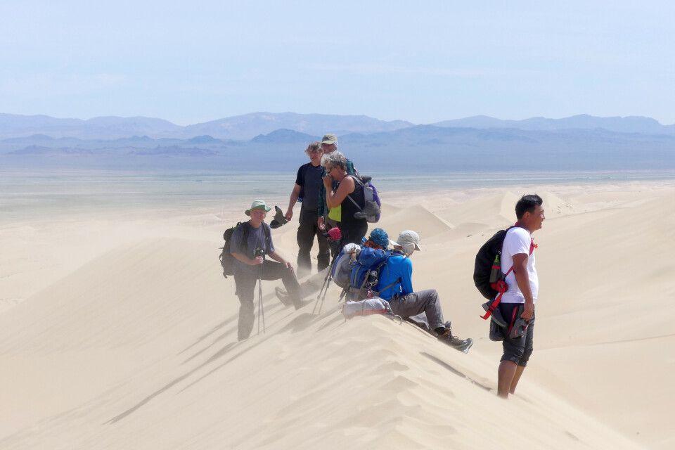 Wanderung durch die riesigen Sanddünen Ikh Mongol Els