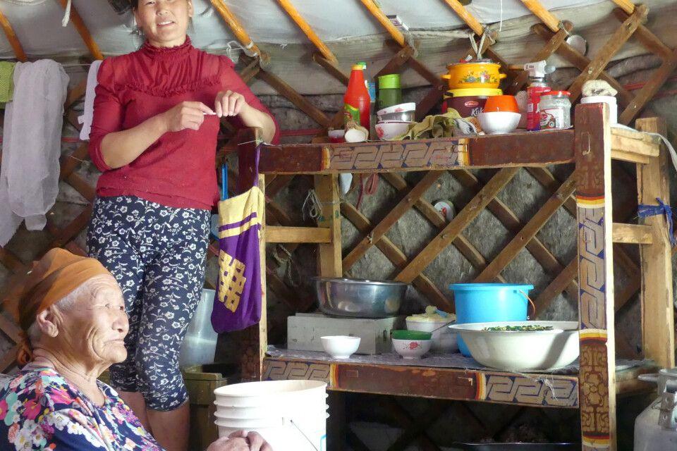 Zu Besuch bei den Nomaden am Bajan See
