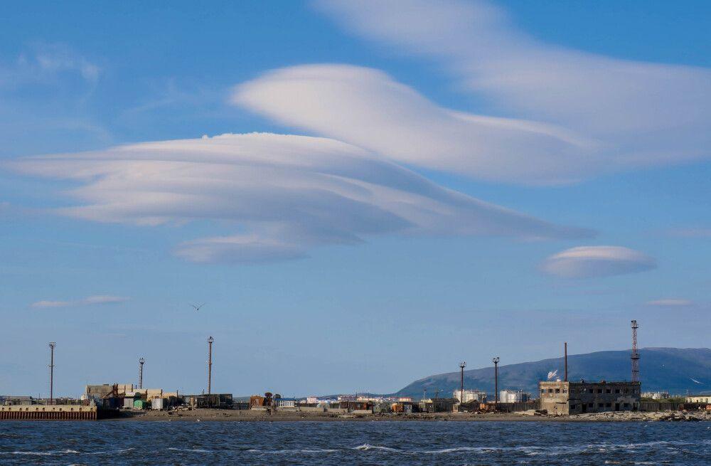 Ufo-Wolken über dem Hafen von Anadyr