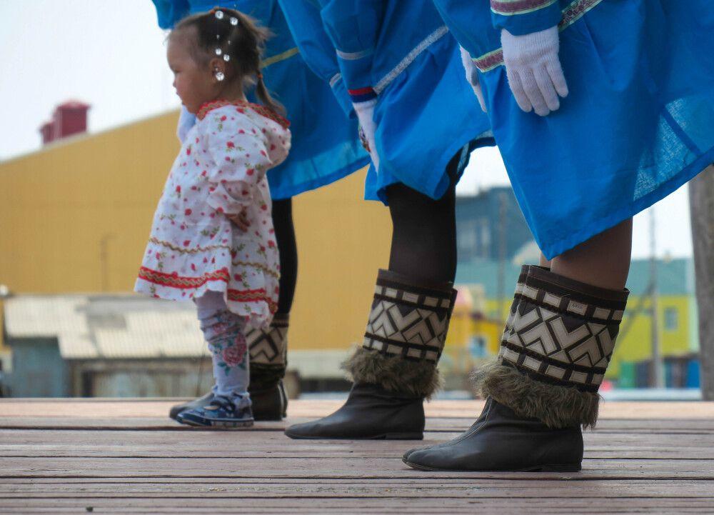 Schon die Jüngsten lernen die traditionellen Tänze