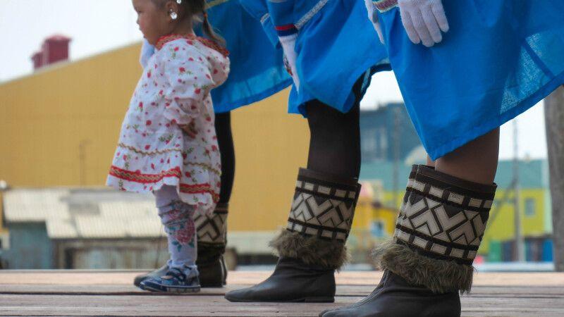 Schon die Jüngsten lernen die traditionellen Tänze © Diamir