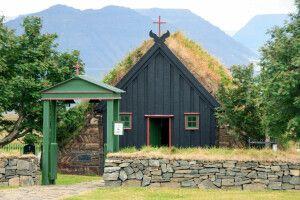 Die kleine Torfkirche in Vidimyri
