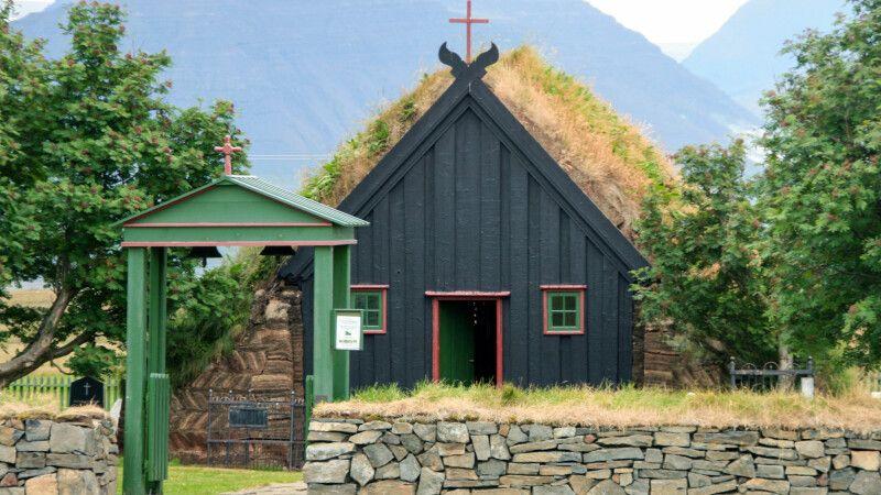 Die kleine Torfkirche in Vidimyri © Diamir