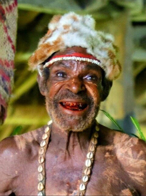 Portrait eines Bewohners der Sepikebene