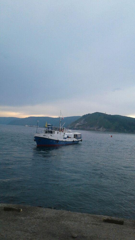 Schiff auf dem Baikalsee