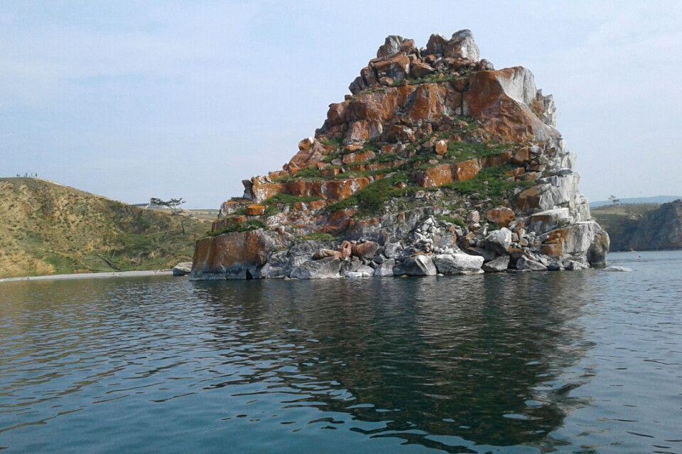Felsen im Baikalsee