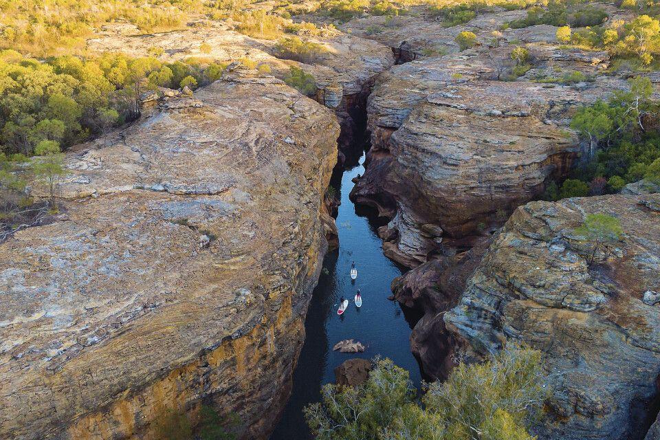 Stand-Up-Paddling im Cobbold Gorge, Outback von Queensland