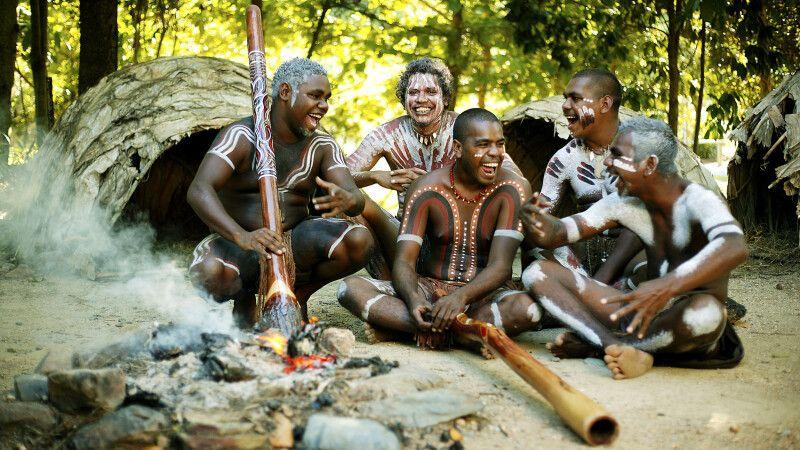 Am Lagerfeuer mit Aborigines und Klängen der Didgeridoos © Diamir