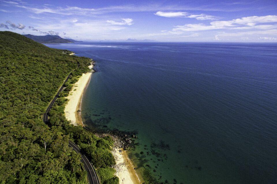 Küstenstraße entlang des Great Barrier Reef