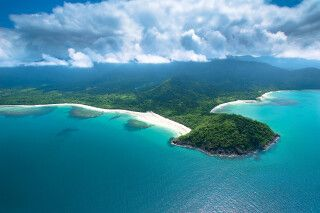 Landzunge Cape Tribulation mit Regenwald am Great Barrier Reef