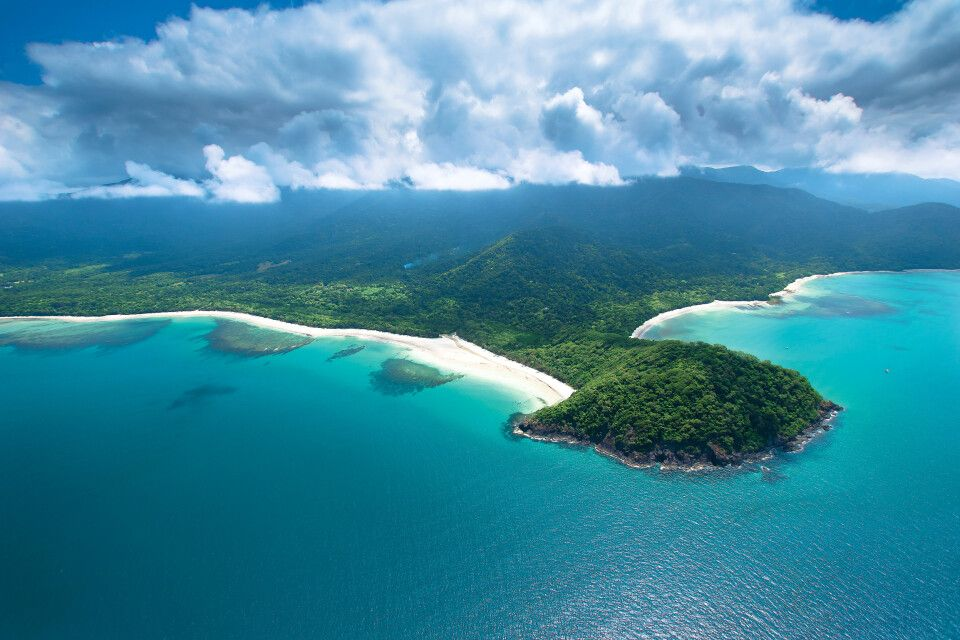 Landzunge Cape Tribulation mit Regenwald am Great Barrier Reef