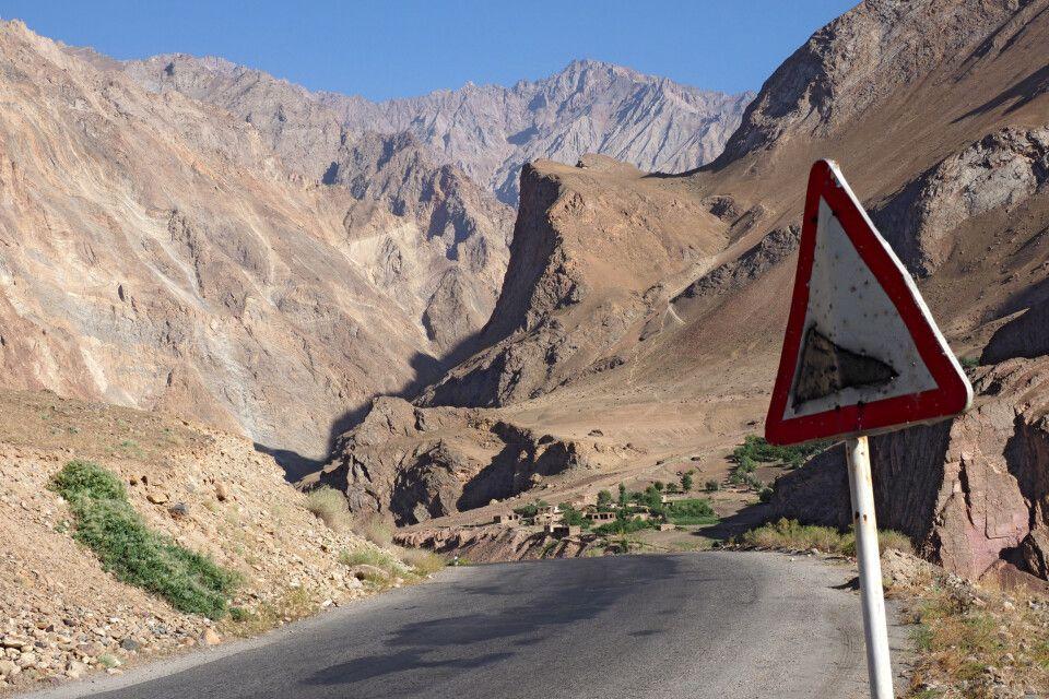 Straßenschuild Pamir Highway