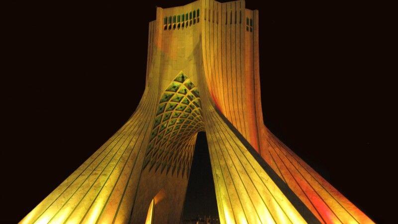 Azadi-Turm in Teheran © Diamir